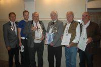 (von links) 2. Schützenmeister Johannes Biedersberger mit den geehrten Mitgliedern Tobias Maier, Johann Sommerstorfer, Peter Malota, Hermann Marz und Winfried Petraschka.